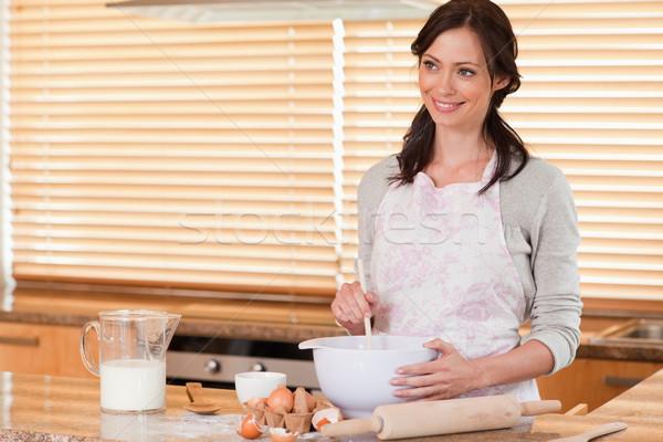 Сток-фото: великолепный · женщину · кухне · улыбка · счастливым