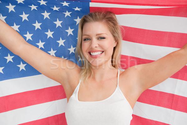 Uśmiechnięta kobieta amerykańską flagę studio banderą czerwony kobiet Zdjęcia stock © wavebreak_media
