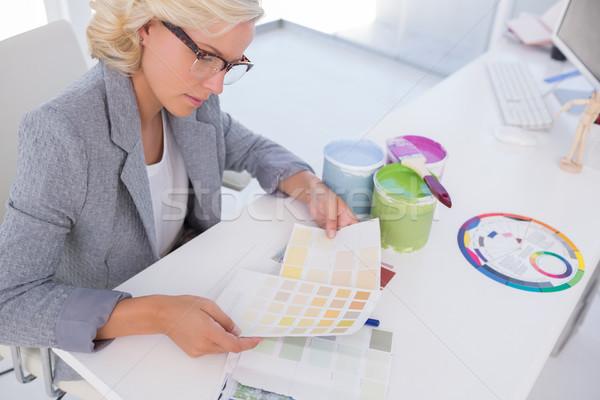Geconcentreerde blond kleur charts Stockfoto © wavebreak_media
