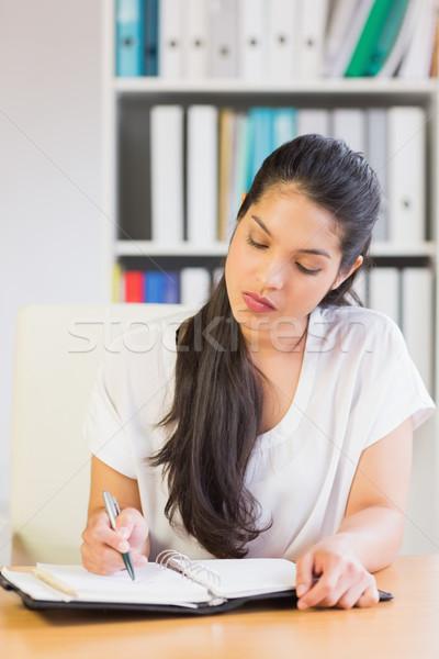 üzletasszony ír jegyzetek napló fiatal irodai asztal Stock fotó © wavebreak_media
