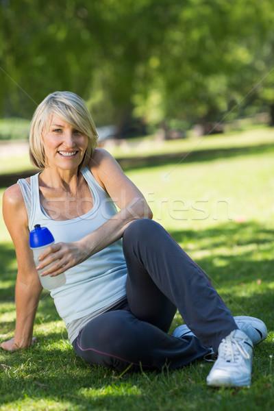 Deportivo mujer cantimplora parque retrato Foto stock © wavebreak_media