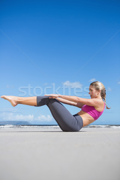Koncentruje dopasować jogi plaży Zdjęcia stock © wavebreak_media