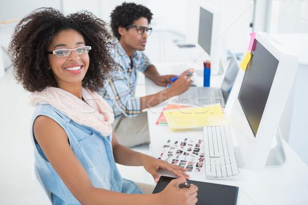 Feliz projeto equipe trabalhando secretária escritório Foto stock © wavebreak_media