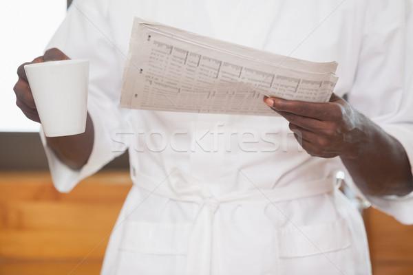 Férfi fürdőköpeny tart kávé újság otthon Stock fotó © wavebreak_media