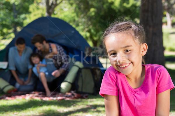 Familia feliz camping viaje mujer árbol Foto stock © wavebreak_media