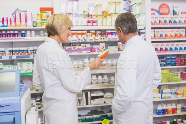 Csapat beszél gyógyszer gyógyszertár boldog orvosi Stock fotó © wavebreak_media