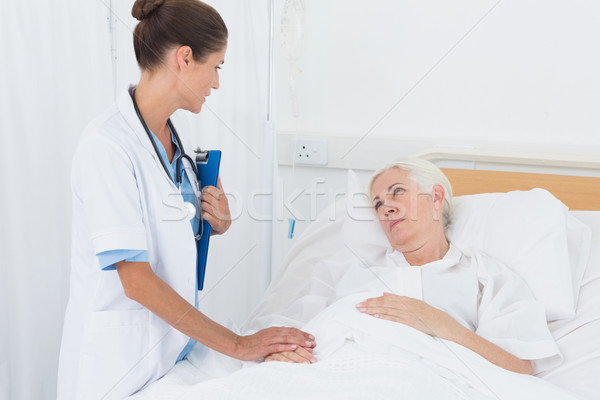 Doctor explaining report to female patient Stock photo © wavebreak_media