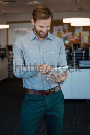 Hátsó nézet férfi menedzser raktár áll férfi Stock fotó © wavebreak_media
