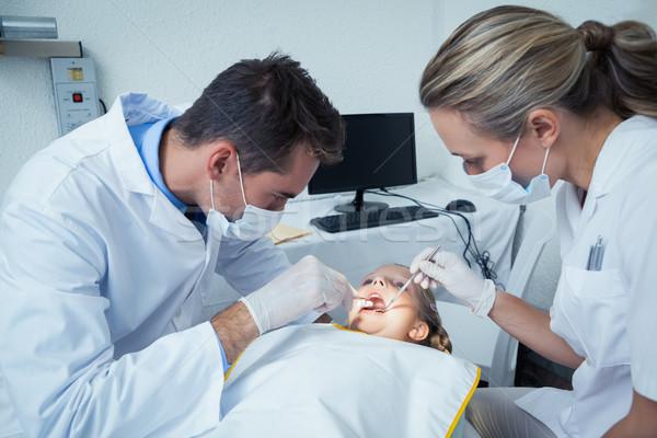 Tandarts onderzoeken meisjes tanden assistent tandartsen Stockfoto © wavebreak_media