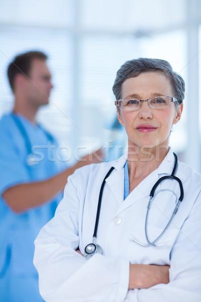 внимательный врач глядя камеры портрет серьезный Сток-фото © wavebreak_media