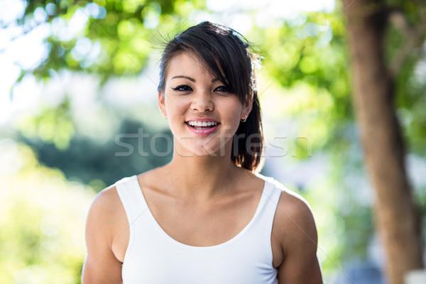 Portret glimlachend atletisch vrouw naar camera Stockfoto © wavebreak_media