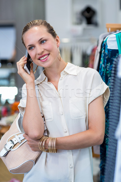 Femme souriante vêtements rail vêtements magasin Shopping Photo stock © wavebreak_media