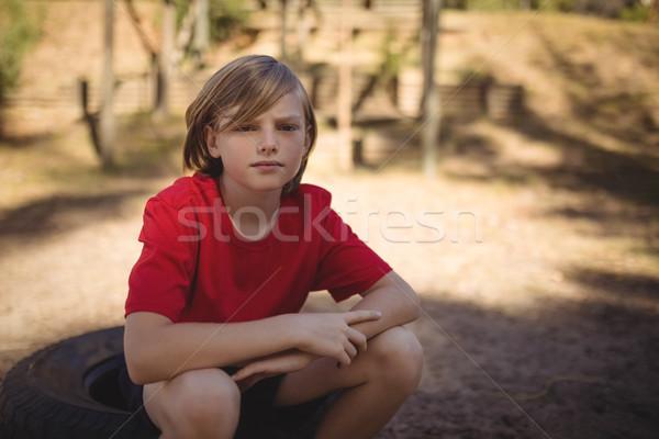 Portré mosolyog fiú megnyugtató autógumi akadályfutás Stock fotó © wavebreak_media