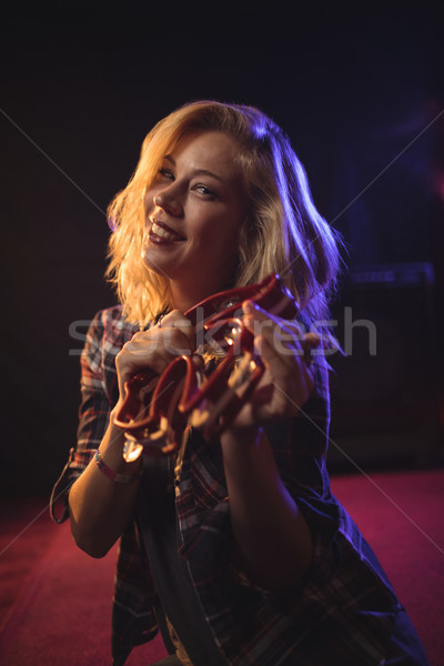 Mosolyog női zenész játszik éjszakai klub portré Stock fotó © wavebreak_media