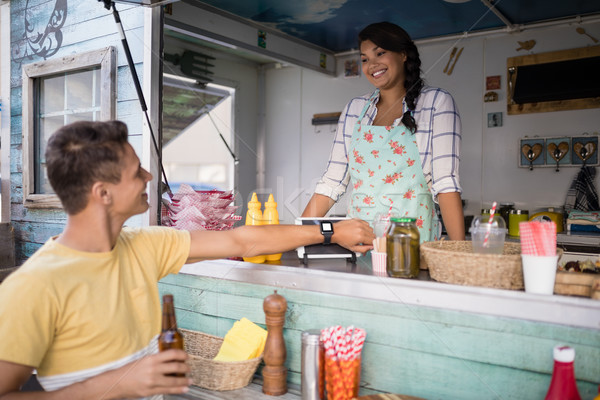 Adam fatura gıda kamyon karşı Stok fotoğraf © wavebreak_media