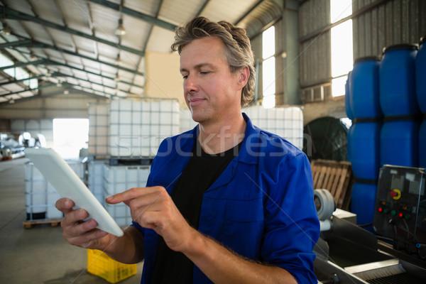 Pracownika cyfrowe tabletka fabryki uważny działalności Zdjęcia stock © wavebreak_media