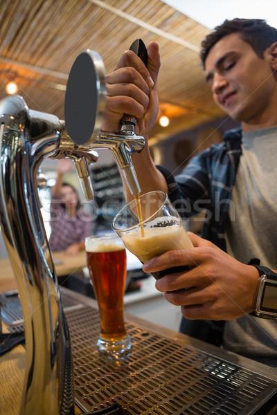 Fiatal csapos áramló ital csap üveg Stock fotó © wavebreak_media