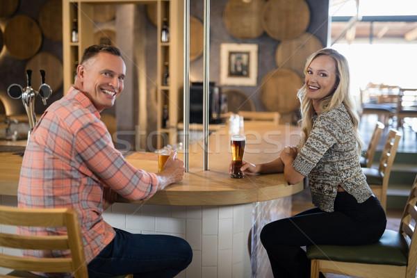 Gelukkig paar bier bar counter portret Stockfoto © wavebreak_media