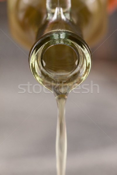 關閉 瓶 橄欖油 玻璃 紙 商業照片 © wavebreak_media