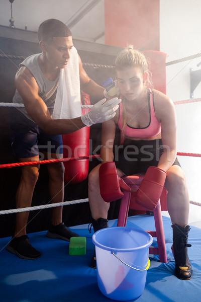 Entrenador crema rostro de mujer boxeo anillo Foto stock © wavebreak_media