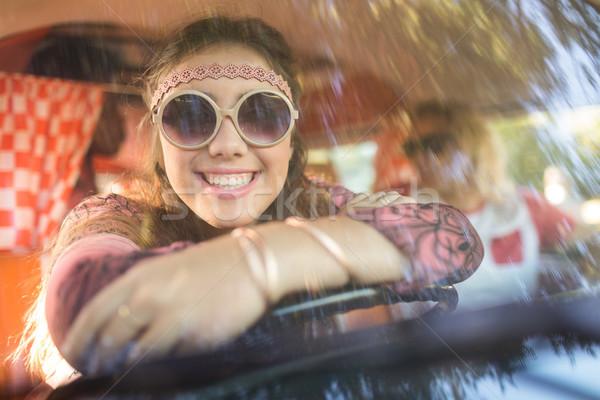 Mosolygó nő lakókocsi furgon szélvédő portré ül Stock fotó © wavebreak_media