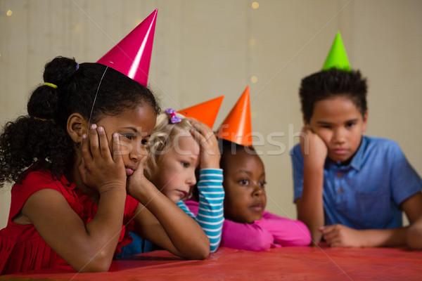 Fatigué enfants fête chapeau table Photo stock © wavebreak_media
