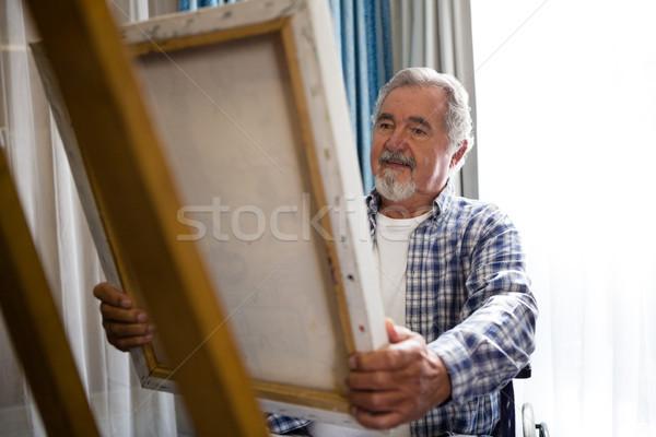 Senior homem olhando pintura sessão cadeira de rodas Foto stock © wavebreak_media