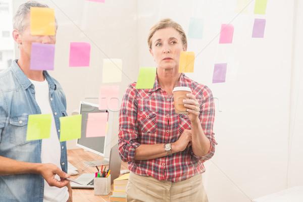 Stockfoto: Toevallig · business · collega's · werken · sticky · notes · kantoor