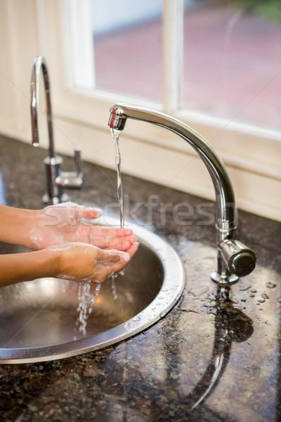 Középső rész nő mosás kezek konyha otthon Stock fotó © wavebreak_media
