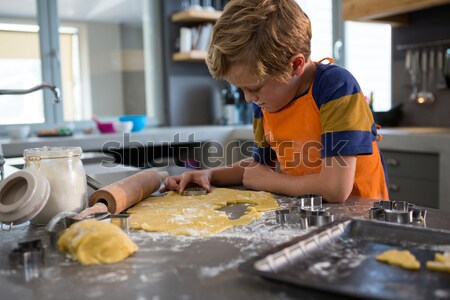 Nino pintura tazón cerámica tienda atento Foto stock © wavebreak_media