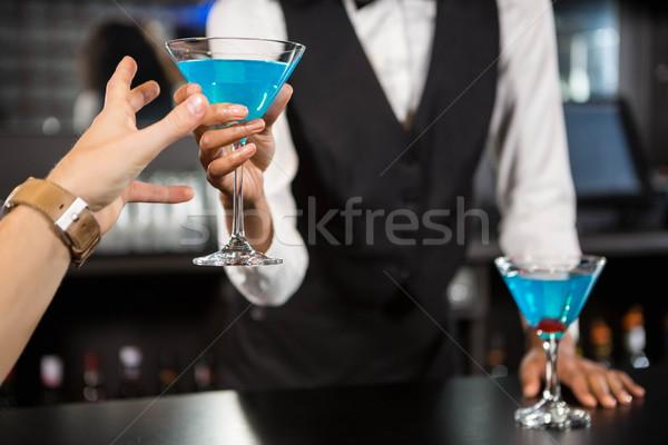 Barman Blauw cocktail bar counter Stockfoto © wavebreak_media
