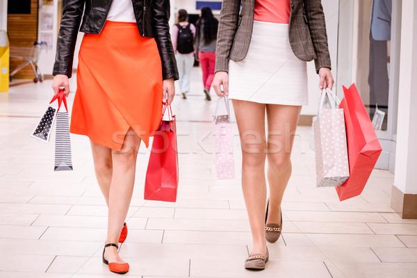 Mulheres caminhada shopping sacos Foto stock © wavebreak_media