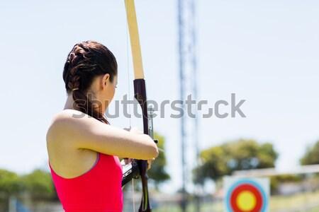 Női atléta gyakorol íjászat portré stadion Stock fotó © wavebreak_media