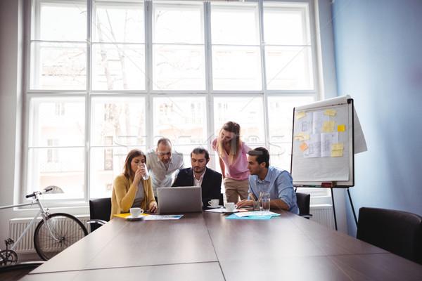 商界人士 會議室 創意 辦公室 男子 會議 商業照片 © wavebreak_media