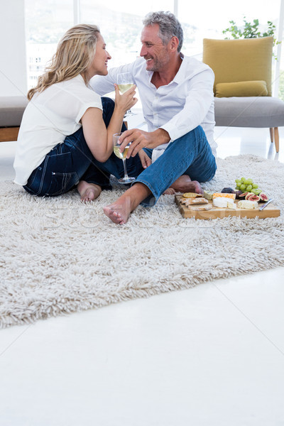 Teljes alakos romantikus pár fehérbor étel otthon Stock fotó © wavebreak_media