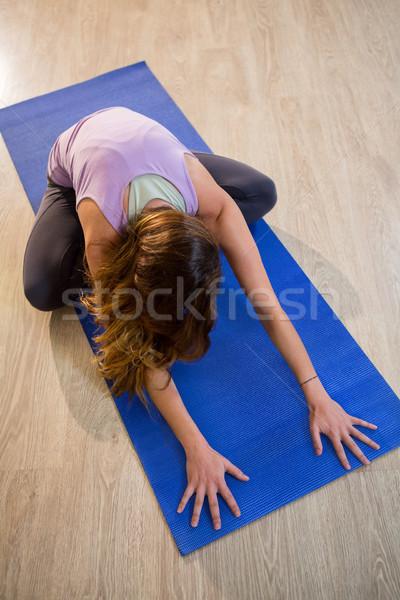 Donna cross inoltrare esercizio fitness studio Foto d'archivio © wavebreak_media