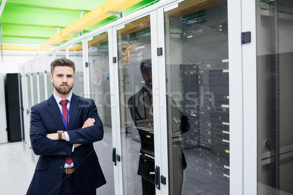 Technikus áll keresztbe tett kar szerver szoba portré Stock fotó © wavebreak_media
