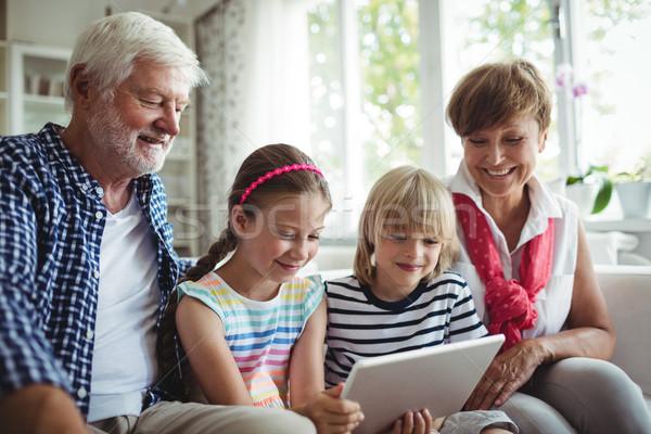 внучата цифровой таблетка дедушка и бабушка домой человека Сток-фото © wavebreak_media