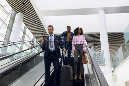 Geschäftsfrau Kollegen Klettern nach unten Treppe Büro Stock foto © wavebreak_media