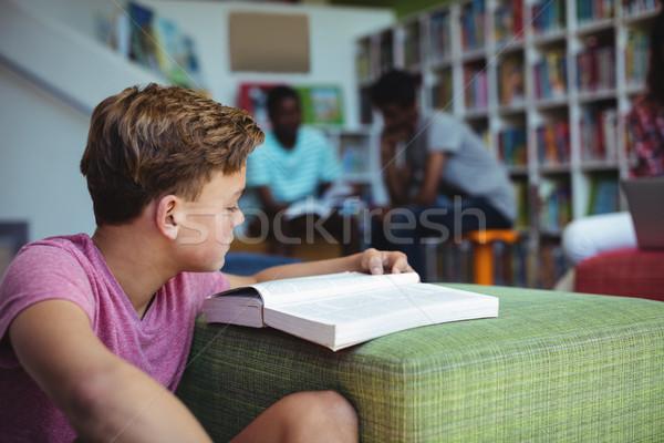 Stok fotoğraf: özenli · öğrenci · eğitim · kütüphane · okul · kitap