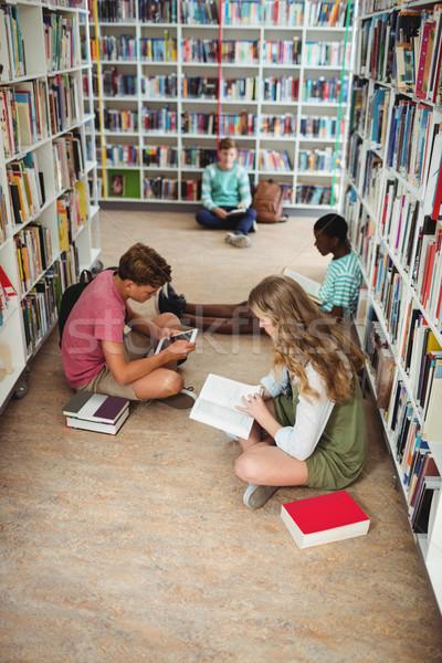 Uważny studia biblioteki szkoły dziewczyna Zdjęcia stock © wavebreak_media