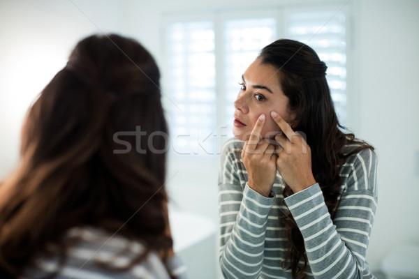 女性 バス ミラー ホーム 美 皮膚 ストックフォト © wavebreak_media