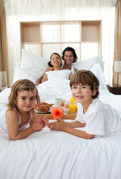Testvérek reggeli szülők család étel mosoly Stock fotó © wavebreak_media