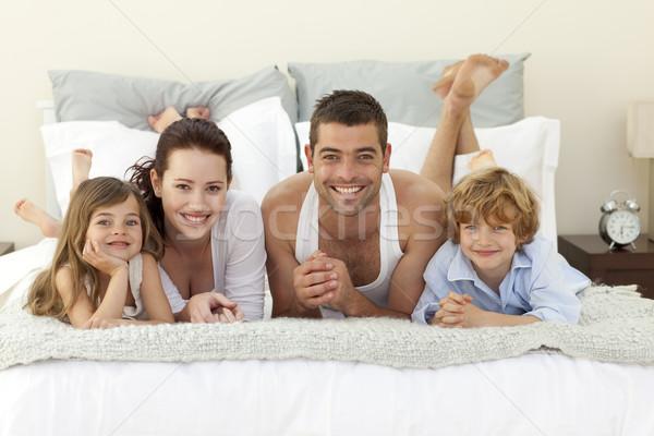 Familie bed pyjama gelukkig jonge vrouw Stockfoto © wavebreak_media