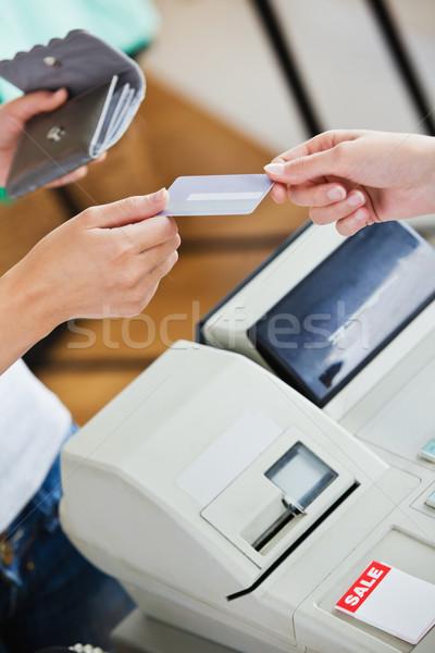 Közelkép tini nő fizet hitelkártya bolt Stock fotó © wavebreak_media
