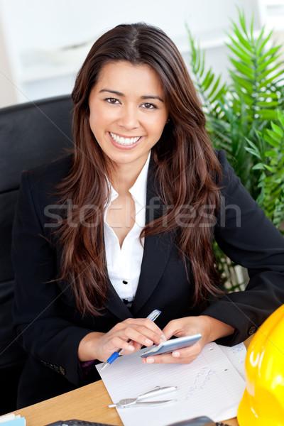 красивой деловая женщина калькулятор улыбаясь камеры служба Сток-фото © wavebreak_media