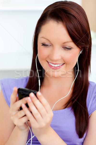 очаровательный женщину слушать музыку домой Сток-фото © wavebreak_media