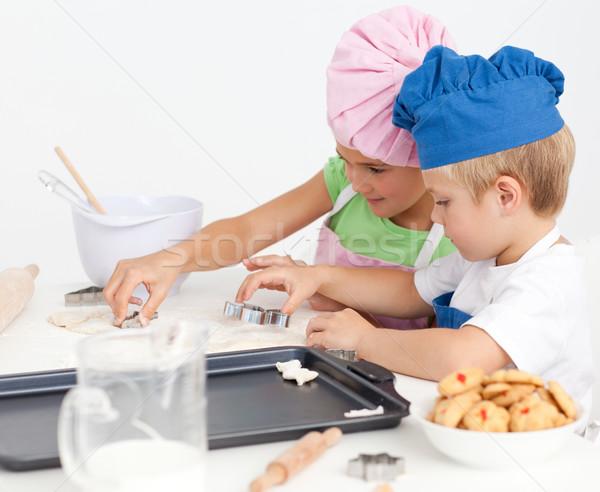 Cute broer cookies samen keuken Stockfoto © wavebreak_media