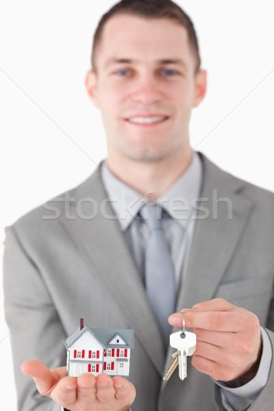 Portré fiatal üzletember mutat miniatűr ház Stock fotó © wavebreak_media