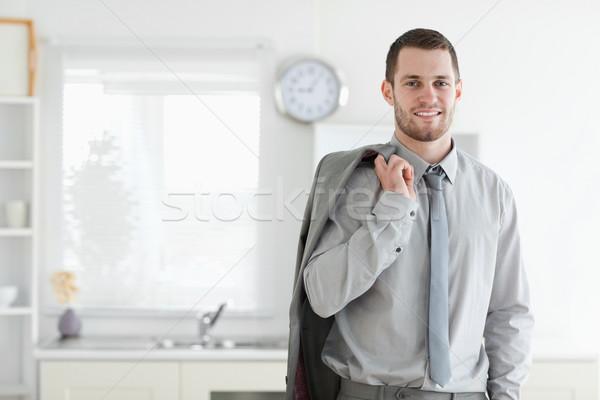 Gut aussehend Geschäftsmann posiert Küche Haus Schönheit Stock foto © wavebreak_media